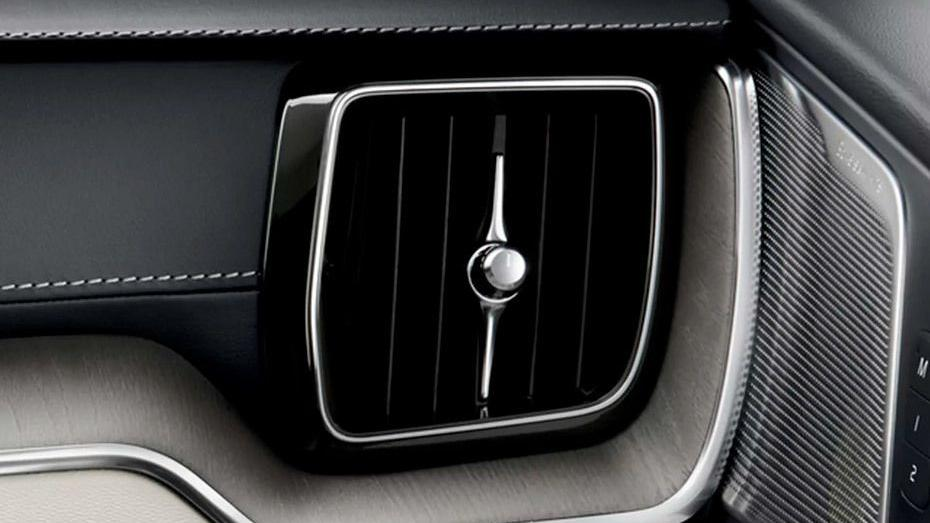 Volvo XC60 (2018) Interior 012