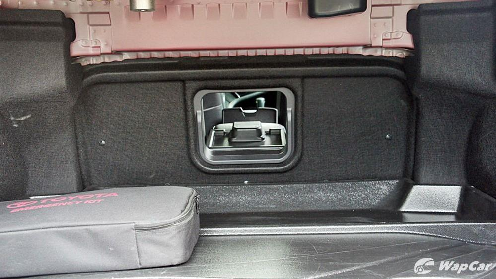 2019 Toyota Camry 2.5V Interior 128