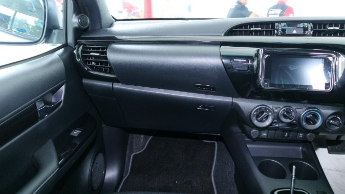 2018 Toyota Hilux Double Cab 2.4 L-Edition AT 4x4 Interior 004
