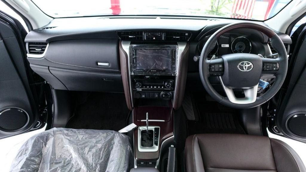 2018 Toyota Fortuner 2.7 SRZ AT 4x4 Interior 001