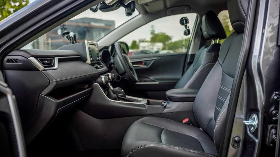 2020 Toyota RAV4 2.5L Interior 013