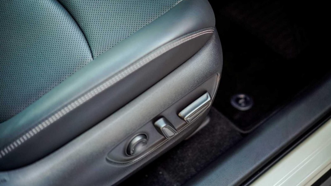 2020 Toyota RAV4 2.5L Interior 018