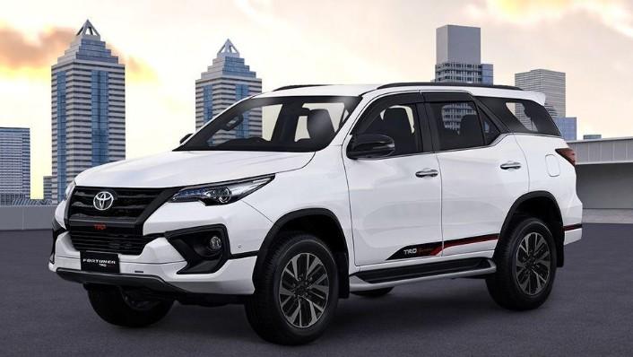 Toyota Fortuner (2018) Exterior 001