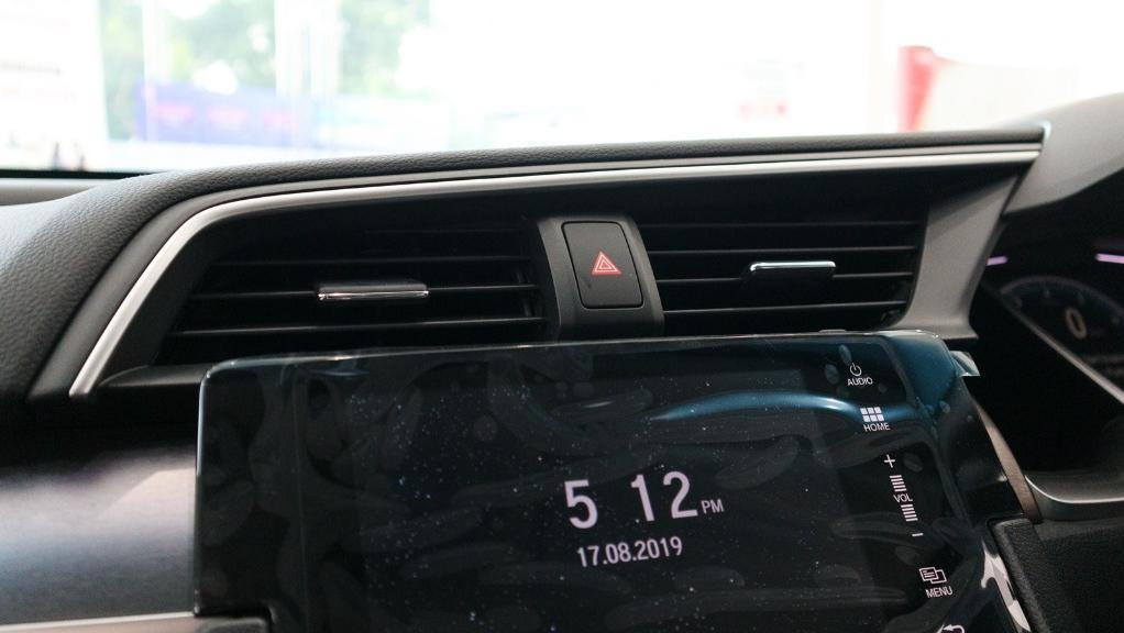 2018 Honda Civic 1.5TC Premium Interior 025