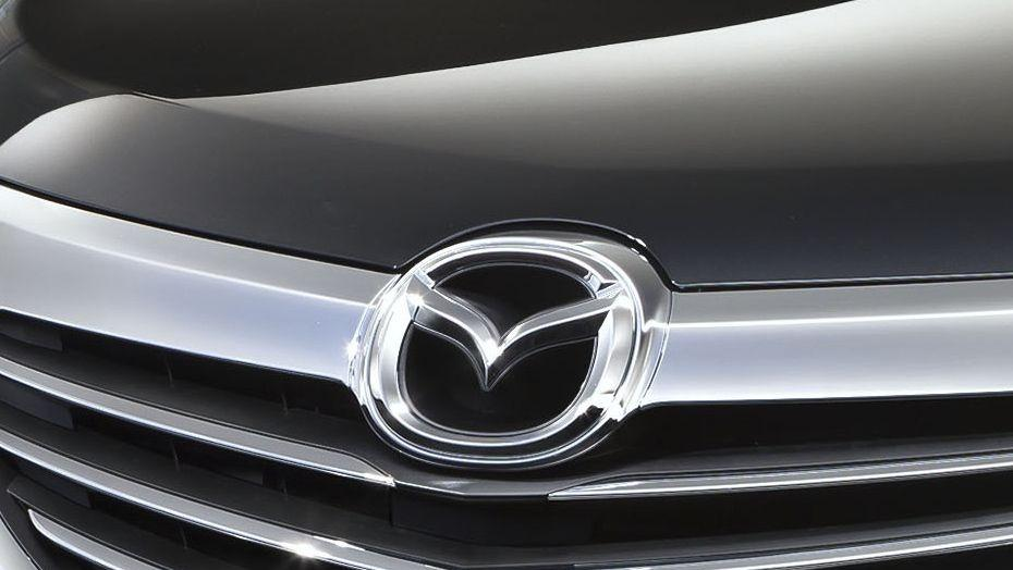 Mazda Biante (2017) Exterior 005
