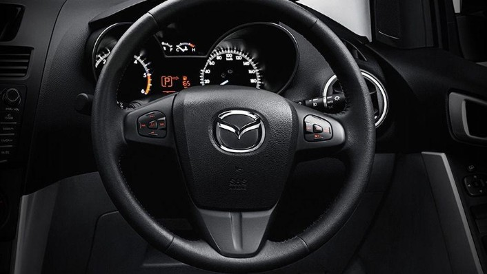 Mazda BT-50 (2018) Interior 002