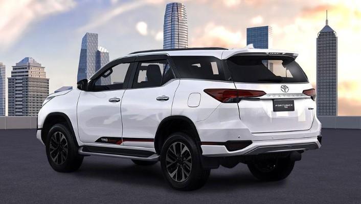 Toyota Fortuner (2018) Exterior 007