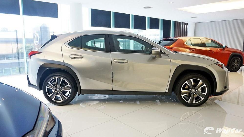 2020 Lexus UX 200 Luxury Exterior 004