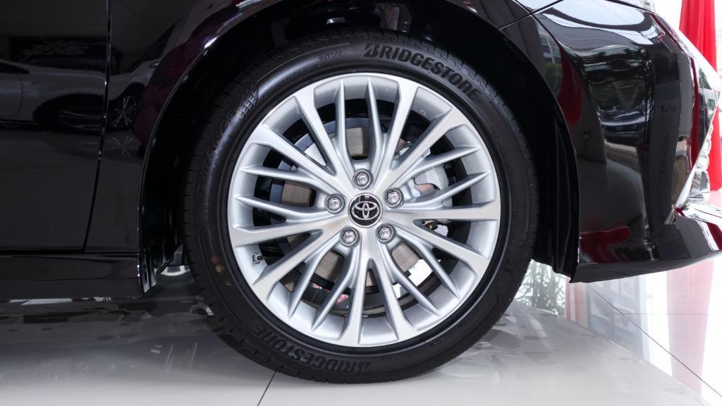 2019 Toyota Camry 2.5V Exterior 025