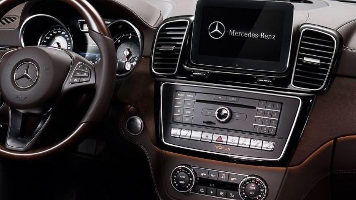 2019 Mercedes-Benz GLE GLE 450 4Matic AMG Line Interior 003