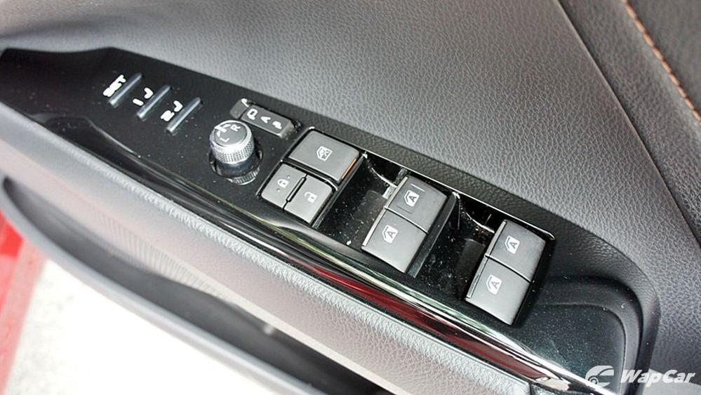 2019 Toyota Camry 2.5V Interior 102