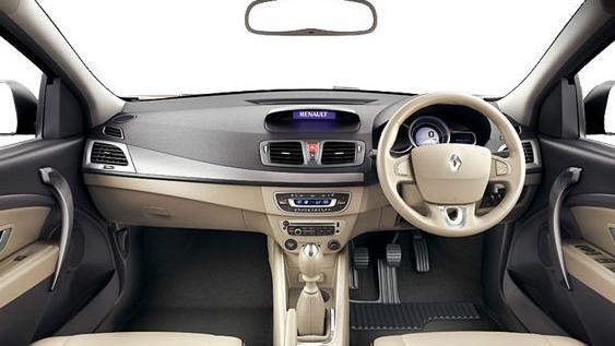 Renault Fluence (2019) Interior 001