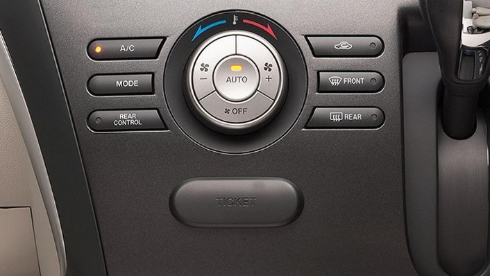 Mazda Biante (2017) Interior 003