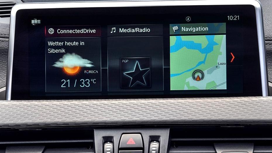 BMW X2 (2019) Interior 004