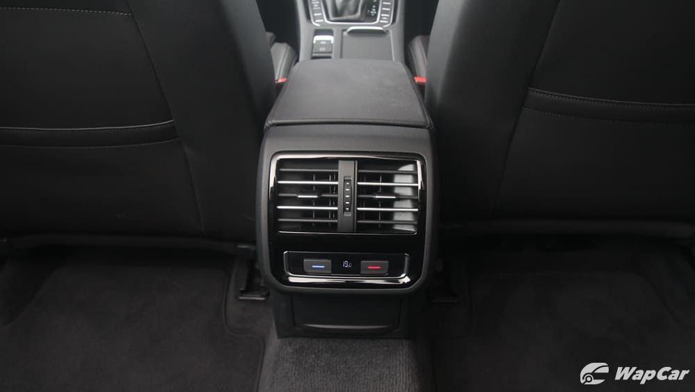 2018 Volkswagen Passat 2.0 TSI Highline Interior 047