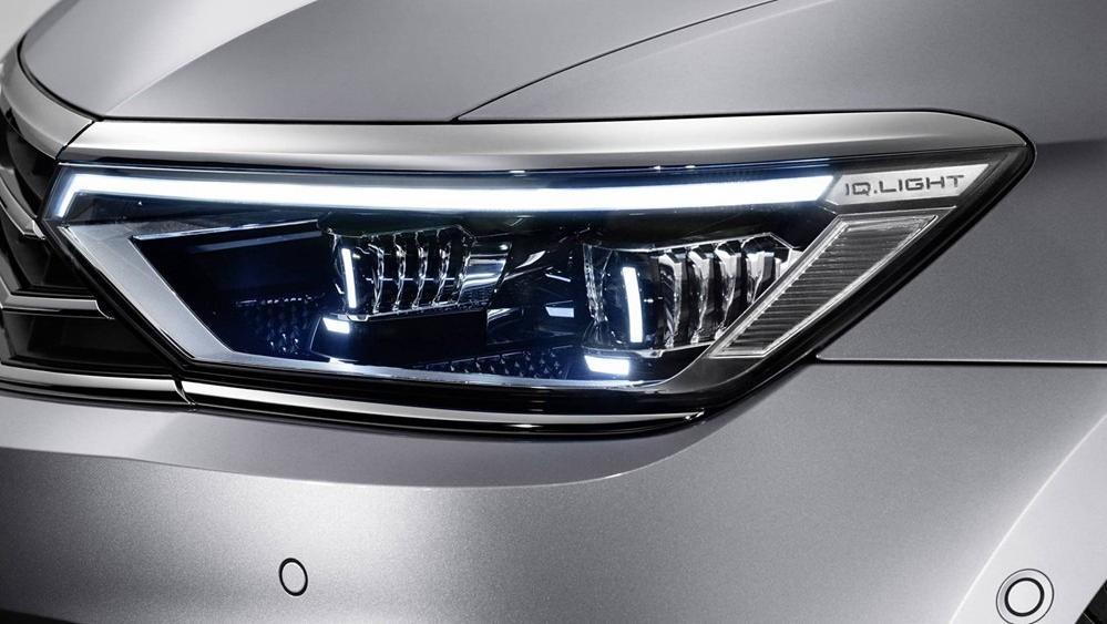 2020 Volkswagen Passat 2.0TSI Elegance Exterior 053