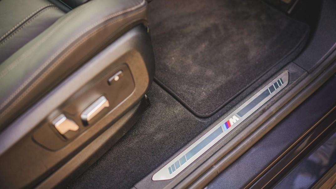 2020 BMW X6 xDrive40i M Sport Interior 015