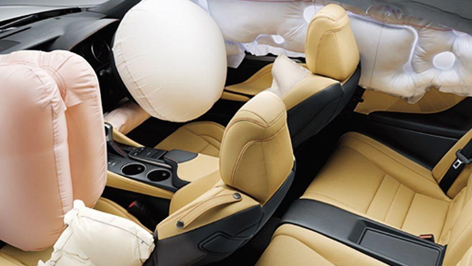 Lexus RC (2018) Interior 004