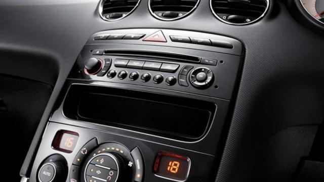 Peugeot 408 (2019) Interior 003