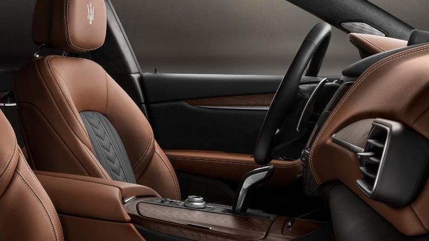 Maserati Levante (2019) Interior 009