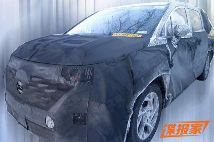 Hyundai compact MPV spy shot