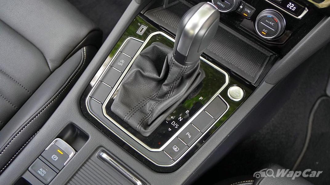 2020 Volkswagen Passat 2.0TSI Elegance Interior 025