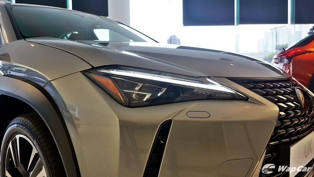 2020 Lexus UX 200 Luxury Exterior 008
