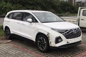 Spied: Hyundai Custo MPV sans camouflage