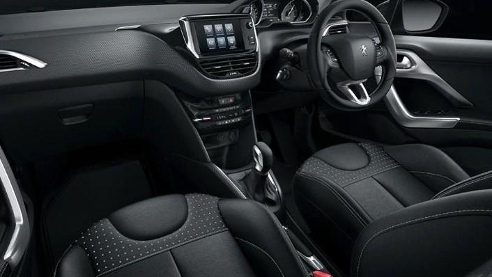 Peugeot 208 (2018) Interior 001