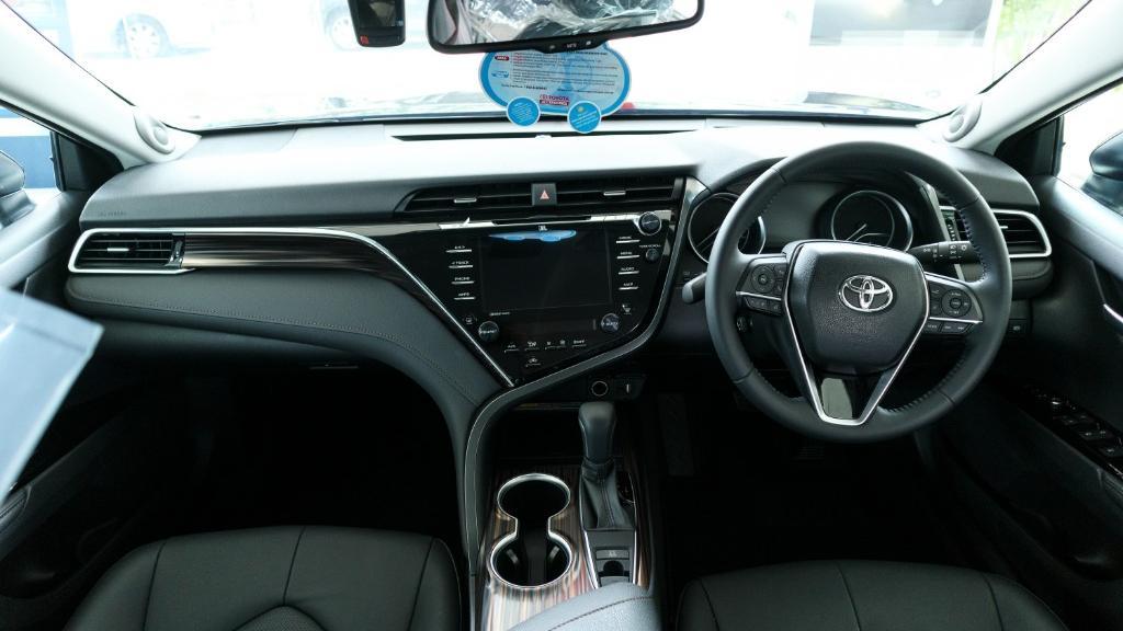 2019 Toyota Camry 2.5V Interior 001