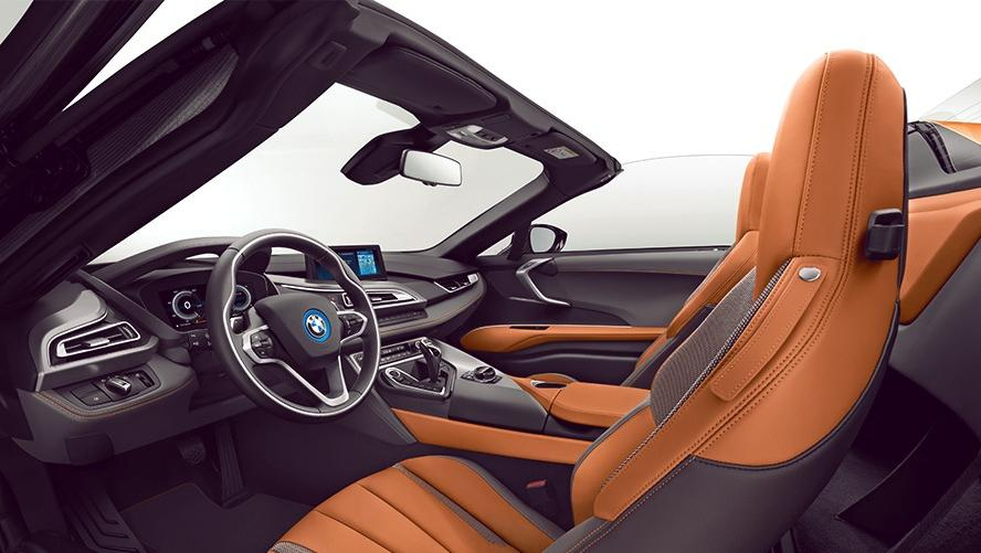 BMW i8 Roadster (2018) Interior 002