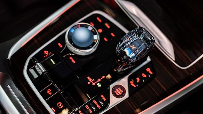 2021 BMW X7 xDrive40i Pure Excellence Interior 009