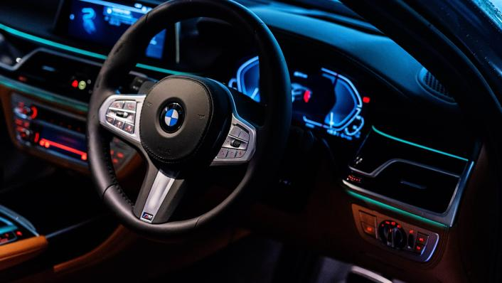 2021 BMW X7 xDrive40i Pure Excellence Interior 003