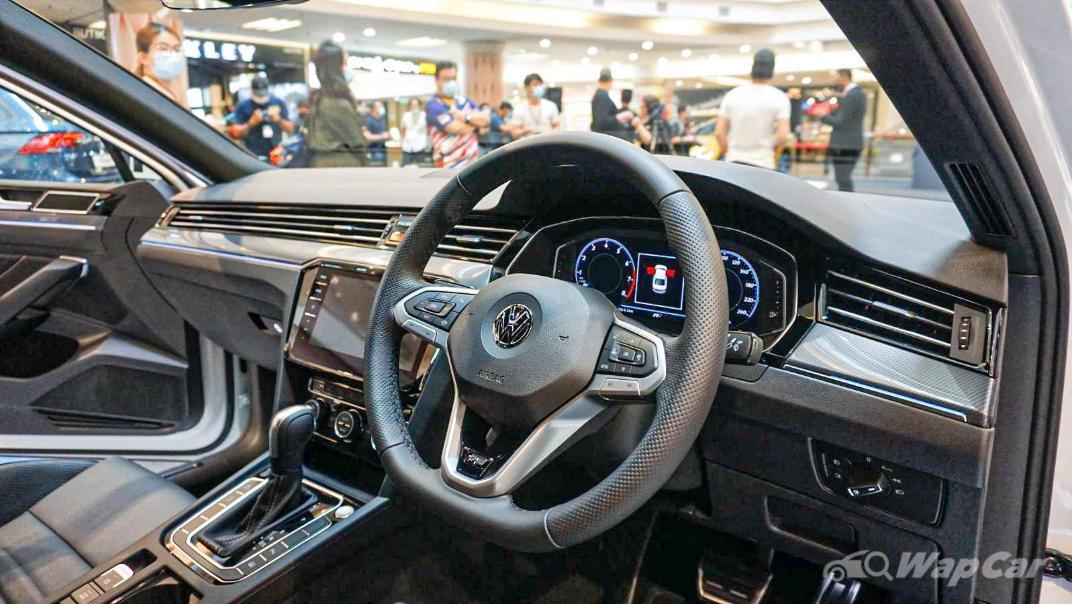 2020 Volkswagen Passat 2.0TSI R-Line Interior 028