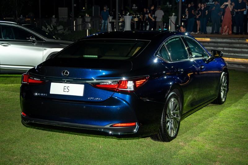 Perak MB upgrades from Toyota Camry to Lexus ES 02
