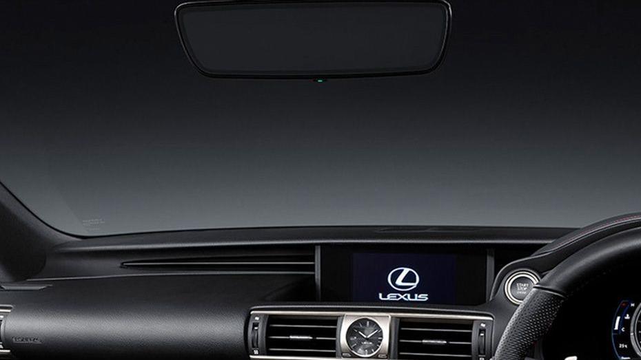 Lexus IS (2018) Interior 005