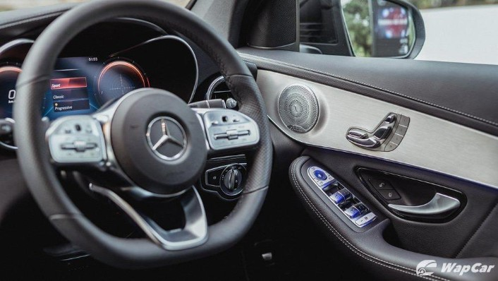 2020 Mercedes-Benz GLC 300 4MATIC Coupé Interior 002
