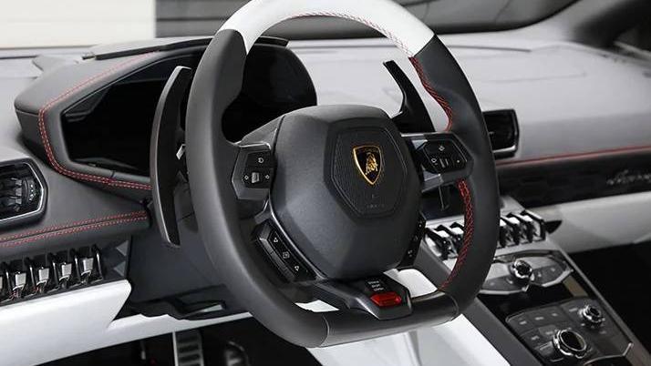 Lamborghini Huracán (2017) Interior 004