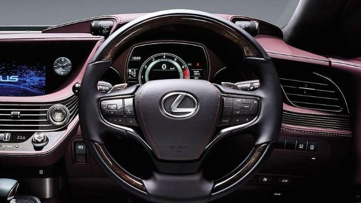 Lexus LS (2018) Interior 002