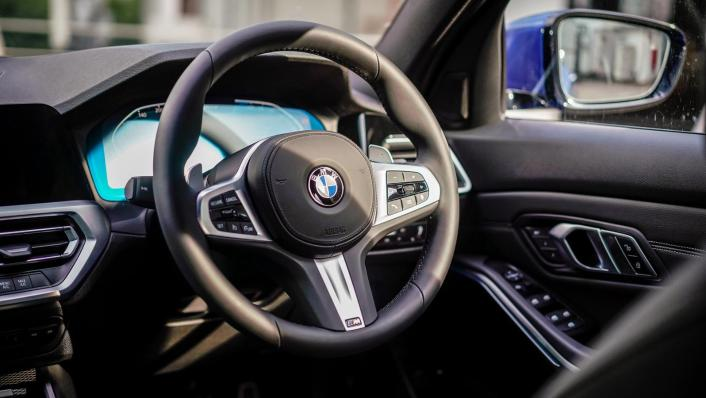 2020 BMW 3 Series 330e Interior 004