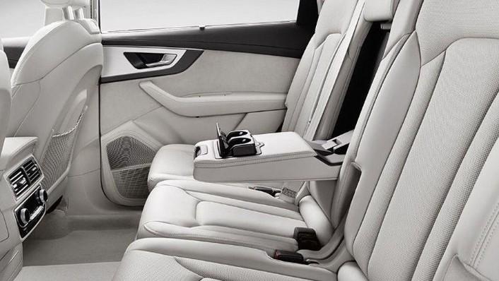 Audi Q7 (2019) Interior 008