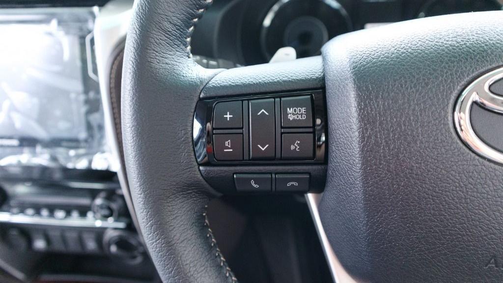 2018 Toyota Fortuner 2.7 SRZ AT 4x4 Interior 007