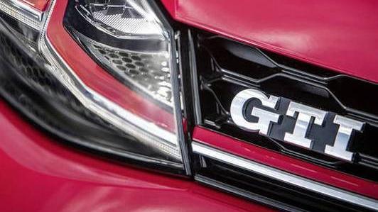 Volkswagen Golf GTI (2019) Exterior 004