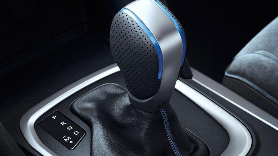Renault Megane (2018) Interior 006