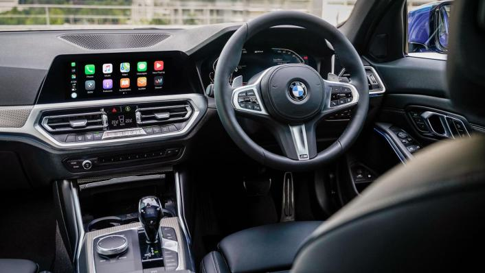2020 BMW 3 Series 330e Interior 003