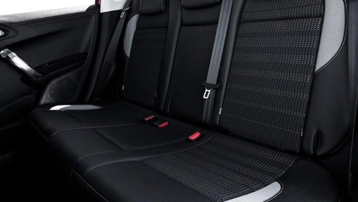 Peugeot 2008 (2018) Interior 007
