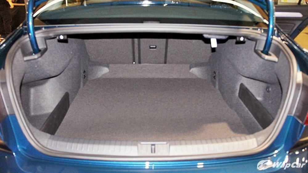 2020 Volkswagen Passat 2.0TSI Elegance Interior 115