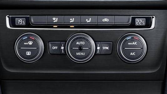 Volkswagen Golf GTI (2019) Interior 004