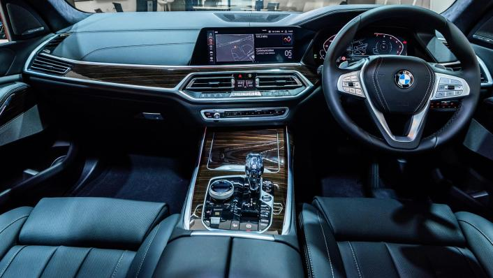 2021 BMW X7 xDrive40i Pure Excellence Interior 001