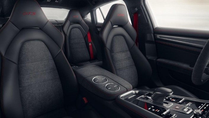 Porsche Panamera GTS(2019) Interior 001